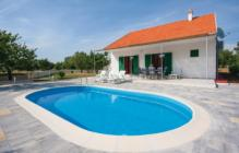 This beautiful holiday house with pool is located in a quiet village near Šibenik. Here you can relax, enjoy the nature and leave the everyday stress behind you.