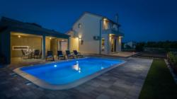 Villa Tonka  is a vacation home with free WiFi throughout the property, located in Širitovci. It provides free private parking.